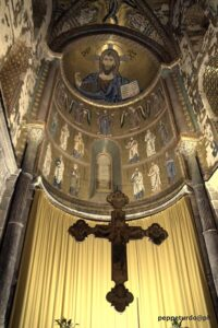 Affresco e crocifisso Chiesa Cefalu