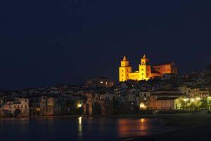 Cefalu Cattedrale di notte